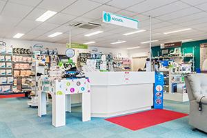 Bastide le Confort Médical Angers Banque d'accueil intérieur magasin